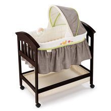 Summer Infant Comfort Classic Wood Bassinet Fox and Friends