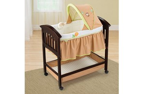 Summer Infant Classic Comfort Wood Bassinet � Swingin Safari