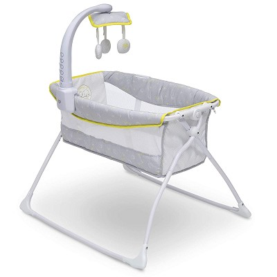Delta Winnie the Pooh Deluxe Activity Sleeper Bassinet